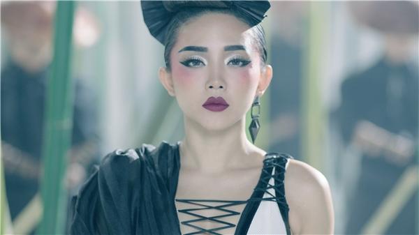 Tạo hình ấn tượng của Tóc Tiên trong MV mới. - Tin sao Viet - Tin tuc sao Viet - Scandal sao Viet - Tin tuc cua Sao - Tin cua Sao