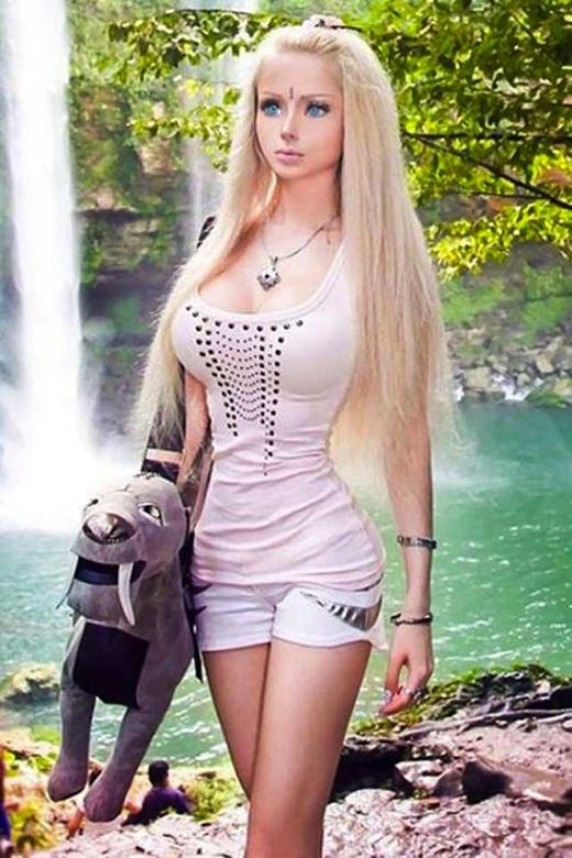 Ngoại hình không thua gì Barbie dù cô có trang điểm hay không. (Ảnh: Internet)
