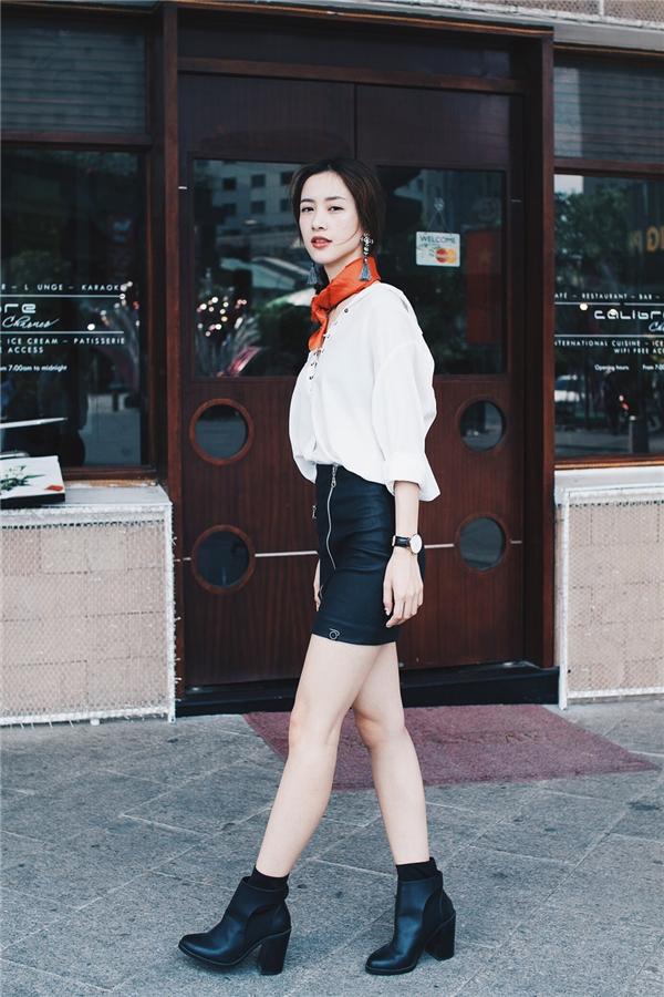Sự mới lạ trong phong cách của Jun Vũ với tông đen – trắng cơ bản.