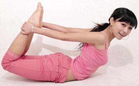 Bài tập căng cơ này sẽ giúp phát triển cơ phát triển ở một số khu vực bên dưới bầu ngực.(Ảnh: Internet)