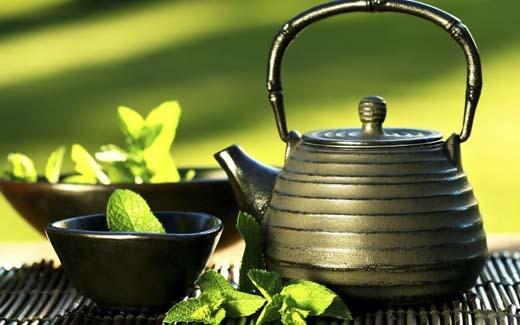 Sau khi nấu sôi trà nên giữ lại trong ấm khoảng 5 phút cho trà tan. (Ảnh: Internet)