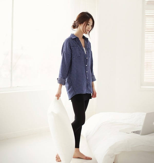 Mặc quần tất không đúng cách có thể gây bệnh. (Ảnh: Internet)