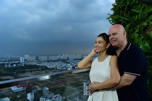 Vợ chồng Thu Minh hạnh phúc bên nhau đón chào một năm mới. - Tin sao Viet - Tin tuc sao Viet - Scandal sao Viet - Tin tuc cua Sao - Tin cua Sao