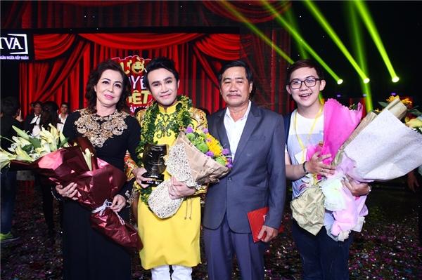 Bố mẹ của danh hài và người bạn thân Hồng Tú (thành viên nhóm DAM TV) - Tin sao Viet - Tin tuc sao Viet - Scandal sao Viet - Tin tuc cua Sao - Tin cua Sao