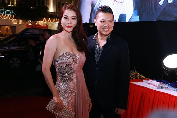 Gây sự tò mò nhiều nhất khi góp mặt trong chương trình tối qua là sự xuất hiện của nữ diễn viên Trương Ngọc Ánh bên đạo diễn trẻ Cường Ngô. - Tin sao Viet - Tin tuc sao Viet - Scandal sao Viet - Tin tuc cua Sao - Tin cua Sao