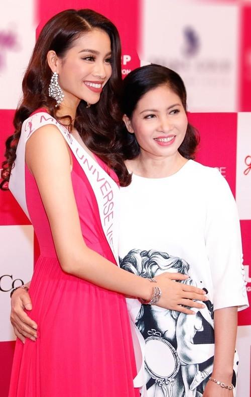 Hoa hậu Hoàn vũ Việt Nam cho biết, cô và mẹ có nhiều điểm chung từ ngoại hình đến tính cách. Ảnh: Unicorp - Tin sao Viet - Tin tuc sao Viet - Scandal sao Viet - Tin tuc cua Sao - Tin cua Sao