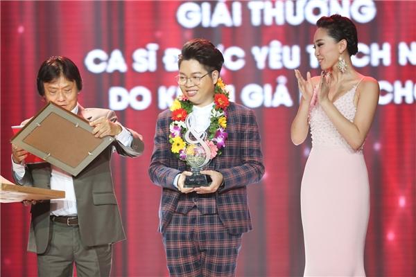 Fan vỡ òa khi Cát Tường và Đức Phúc dắt nhau đi nhận giải - Tin sao Viet - Tin tuc sao Viet - Scandal sao Viet - Tin tuc cua Sao - Tin cua Sao