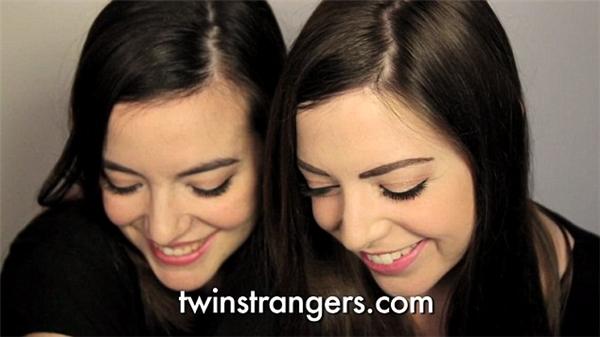 Hai cô gái không chỉ giống nhau về ngoại hình mà còn giống nhau cả về tâm hồn.(Ảnh: Internet)