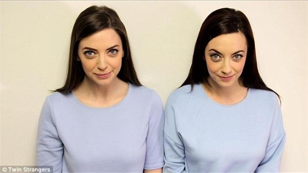 """Hai cô gái cùng thực hiện một bộ ảnh """"song sinh"""" với nhau.(Ảnh: Internet)"""