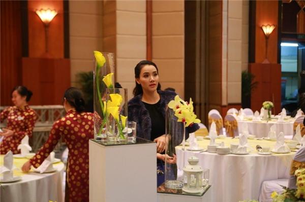 Nếu như tại TP.HCM, sắc tím tràn ngập trong lễ cưới của Trang Nhung thì tại Hà Nội, sắc trắng, xanh, vàng được chọn làm tông màu chủ đạo. - Tin sao Viet - Tin tuc sao Viet - Scandal sao Viet - Tin tuc cua Sao - Tin cua Sao