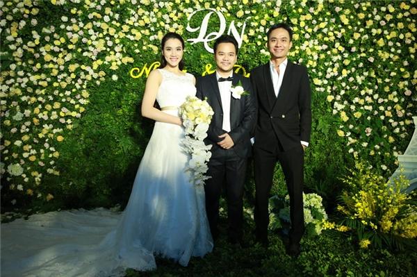 Vợ chồng Trang Nhung tại khu vực đón tiếp khách mời. - Tin sao Viet - Tin tuc sao Viet - Scandal sao Viet - Tin tuc cua Sao - Tin cua Sao