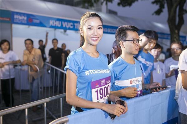 Thúy Vân có mặt từ rất sớm để chuẩn bị cho chặng đua 10km. - Tin sao Viet - Tin tuc sao Viet - Scandal sao Viet - Tin tuc cua Sao - Tin cua Sao