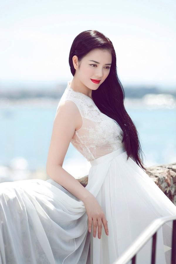 Là ngôi sao sáng giá của làng giải trí Việt, Lý Nhã Kỳ còn thành đạt với sự nghiệp kinh doanh bất động sản, thời trang và thương hiệu kim cương mang tên mình. Mĩ nhân Mùa hè lạnh cũng nổi tiếng là người kín tiếng trong đời sống riêng tư. - Tin sao Viet - Tin tuc sao Viet - Scandal sao Viet - Tin tuc cua Sao - Tin cua Sao