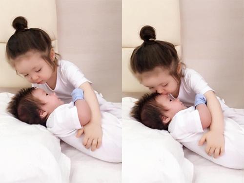 Cadie em ôm, hôn em trai rất tình cảm - Tin sao Viet - Tin tuc sao Viet - Scandal sao Viet - Tin tuc cua Sao - Tin cua Sao
