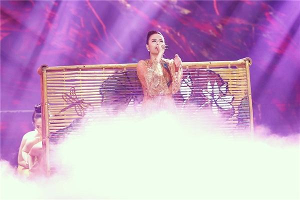 Hoàng Thùy Linh xuất sắc nhận được số điểm 38,5 từ phía ban giám khảo. - Tin sao Viet - Tin tuc sao Viet - Scandal sao Viet - Tin tuc cua Sao - Tin cua Sao