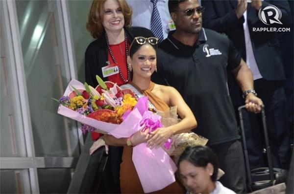 Pia tại sân bay Manila.