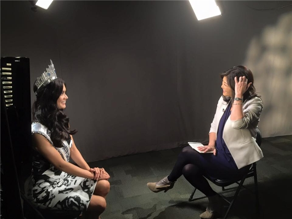 Hoa hậu Hoàn vũ 2015 nghẹn ngào ngày trở về Philippines