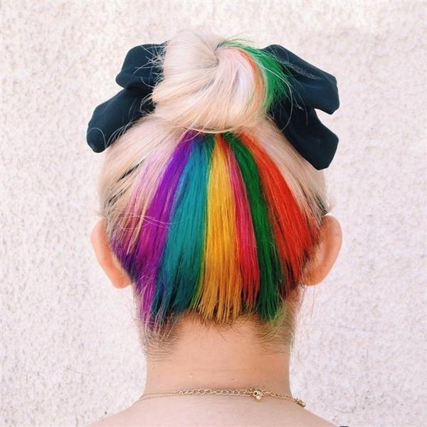 """Mái tóc cứ gọi là """"chất phát ngất"""". (Ảnh: Internet)   Mái tóc với những gam màu ấn tượng và độc đáo như thế này sẽ cực kì bắt mắt. (Ảnh: Internet)"""