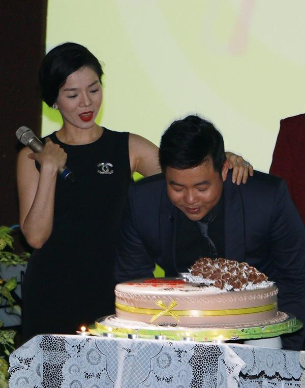 Quang Lê thổi nến mừng sinh nhật lần thứ 35 của mình. - Tin sao Viet - Tin tuc sao Viet - Scandal sao Viet - Tin tuc cua Sao - Tin cua Sao
