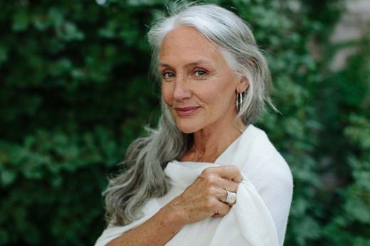 Dù đã ở tuổi49 nhưng nét đẹp của Cindy vẫn rất mặn mà, sắc sảo. (Ảnh: nadin-style)