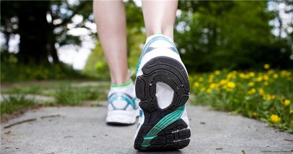 Khi đi bộ hay chạy, bàn chân sẽ chịu toàn bộ trọng lượng của cơ thể. (Ảnh: Internet)