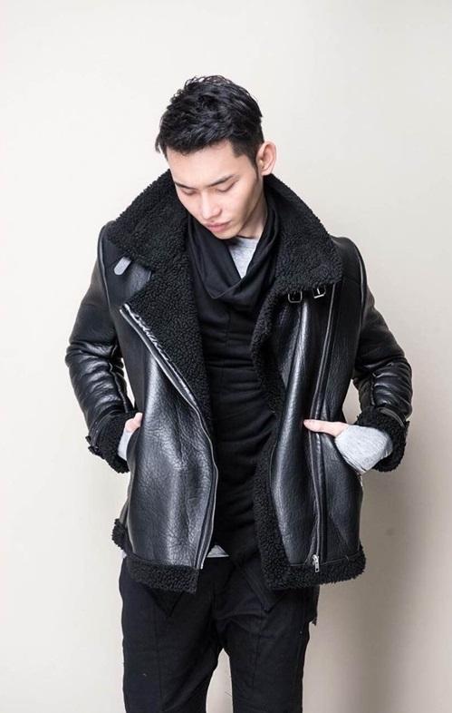 Bomber jacket là một món đồ không thể thiếu trong tủ quần áo của những anh chàng phá cách, năng động. Không chỉ giúp người mặc trở nên phong cách hơn mà chiếc áo gây sốt làng thời trang này còn rất thoải mái và phối hợp được với rất nhiều trang phục khác nhau.