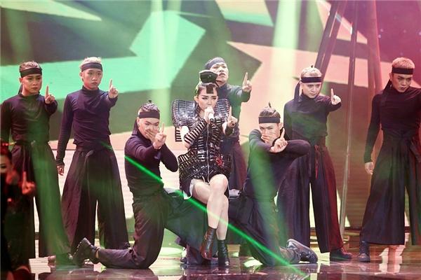 Chỉ sau 3 ngày ra mắt, MV Big Girls Don't Cry đã đạt được gần nửa triệu lượt view. - Tin sao Viet - Tin tuc sao Viet - Scandal sao Viet - Tin tuc cua Sao - Tin cua Sao