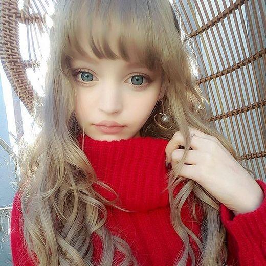 Mái tóc vàng và đôi mắt xanh biếc như hớp hồn người khác (Ảnh: Internet)