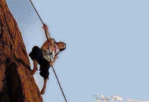 """""""Leo núi ư? Chuyện nhỏ như con thỏ!"""". (Ảnh: Internet)"""