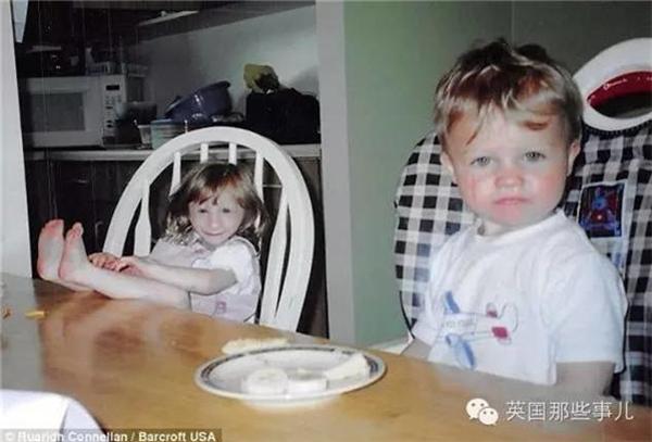 Kenadie ăn cơm cùng gia đình. (Ảnh: Internet)
