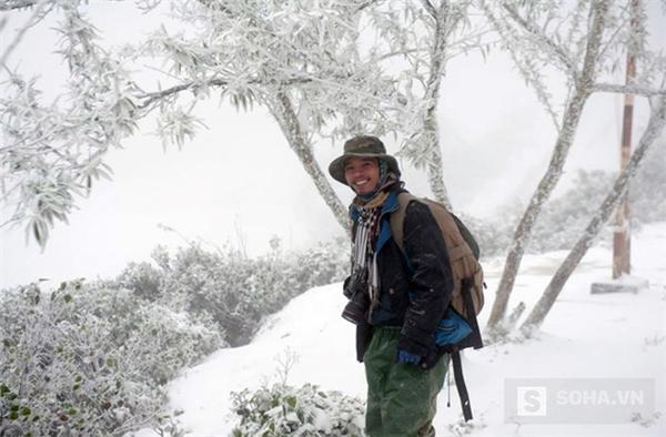 Nhiều dân phượt đổ xô về đây để săn ảnh khoảnh khắc tuyết rơi đặc biệt tại Nghệ An. (Ảnh: Bằng Trần).