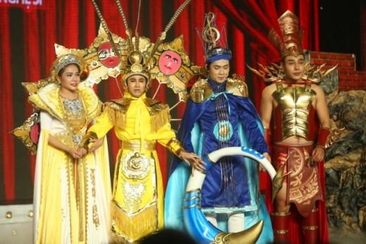 """""""Phù thuỷ sân khấu"""" Huỳnh Lập góp mặt cùng Nam Thư, Dương Lâm… hứa hẹn mang đến những tiểu phẩm hài ấn tượng và những tràng cười sảng khoái."""