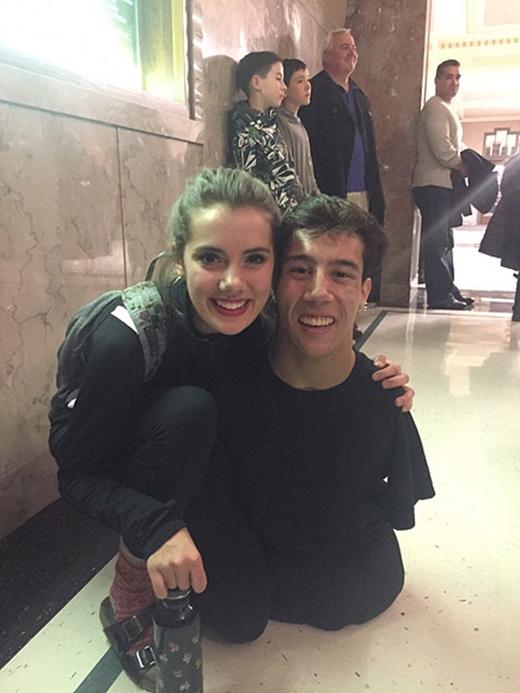 Ảnh chụp cùng một cô bạn trong cùng đội cổ vũ. (Ảnh: Internet)
