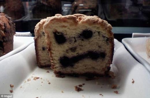"""Bạn còn muốn ăn bánh sau khi thấy hình ảnh này?   Trái ớt này có thể khiến các bà nội trợ gặp """"ác mộng""""."""