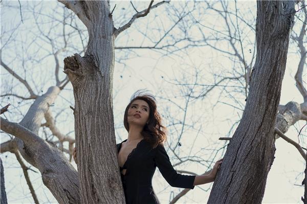 Ca khúc là một sáng tác của nhạc sĩ Châu Đăng Khoa, mang giai điệu nhẹ nhàng, ca từ trong sáng, hứa hẹn sẽ trở thành một sản phẩm nghệ thuật ấn tượng. - Tin sao Viet - Tin tuc sao Viet - Scandal sao Viet - Tin tuc cua Sao - Tin cua Sao