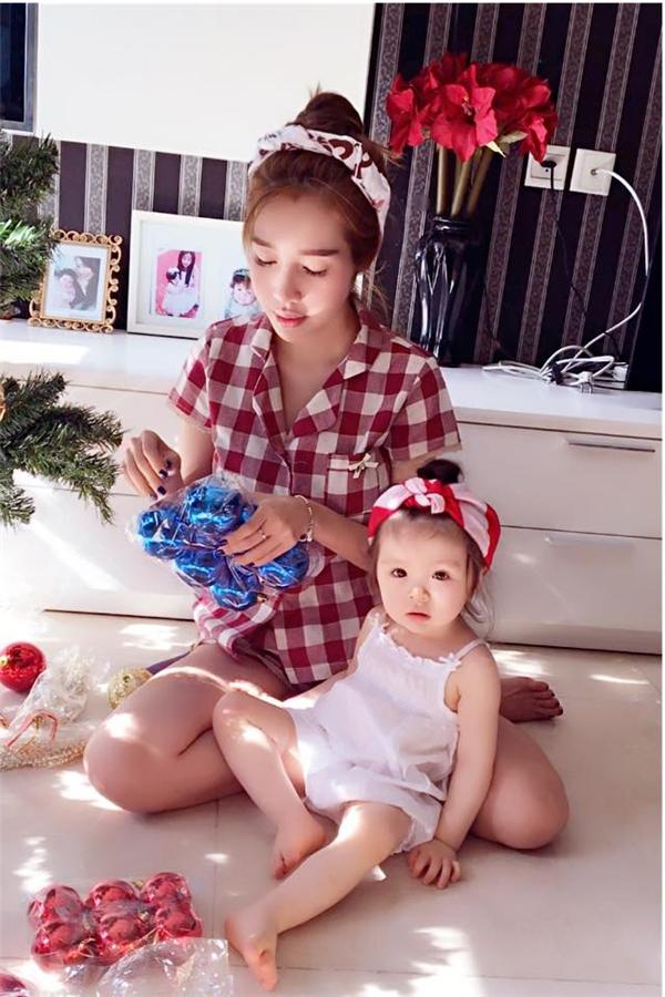 Elly Trần và con gái rất hay diện trang phục đồng bộ với nhau. - Tin sao Viet - Tin tuc sao Viet - Scandal sao Viet - Tin tuc cua Sao - Tin cua Sao