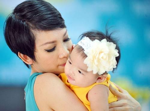 Xuân Lan thường xuyên chia sẻ hình ảnh đáng yêu của con gái với fan hâm mộ - Tin sao Viet - Tin tuc sao Viet - Scandal sao Viet - Tin tuc cua Sao - Tin cua Sao