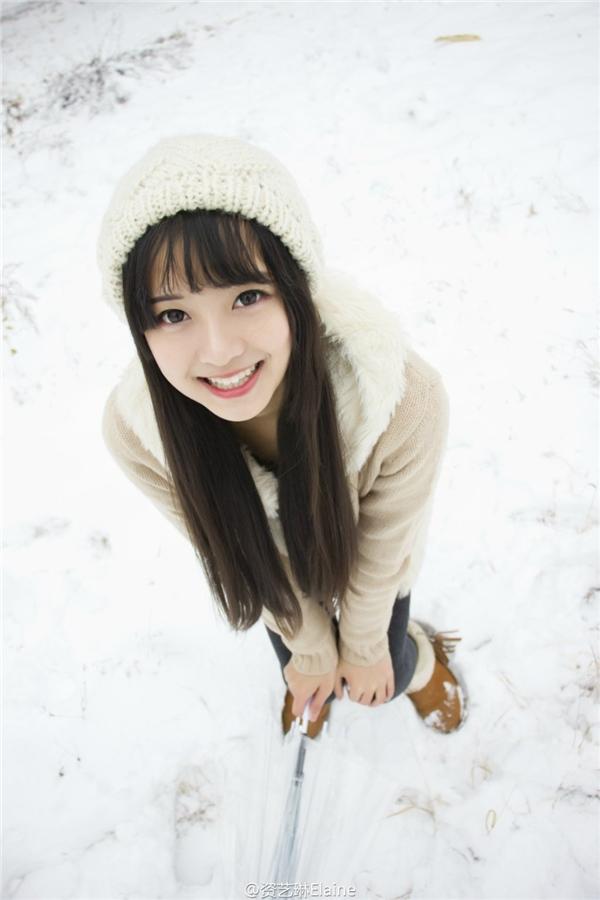 """""""Cô bé mùa đông"""" với nụ cười toả nắng đang làm """"điên đảo"""" cộng đồng mạngTrung Quốc. (Ảnh: Internet)"""
