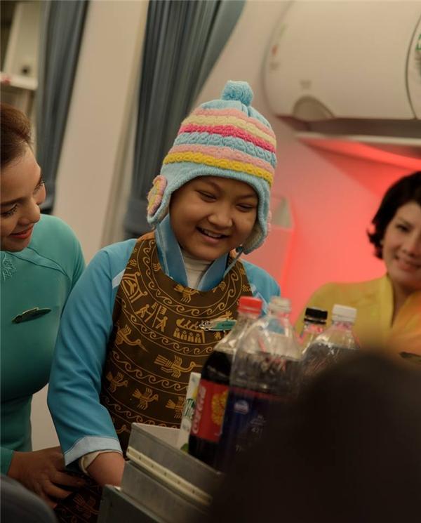 Nụ cười hạnh phúc của cô bé khi được cùng mọi người hiện thực hóa ước mơcủa bản thân.(Ảnh: Internet)