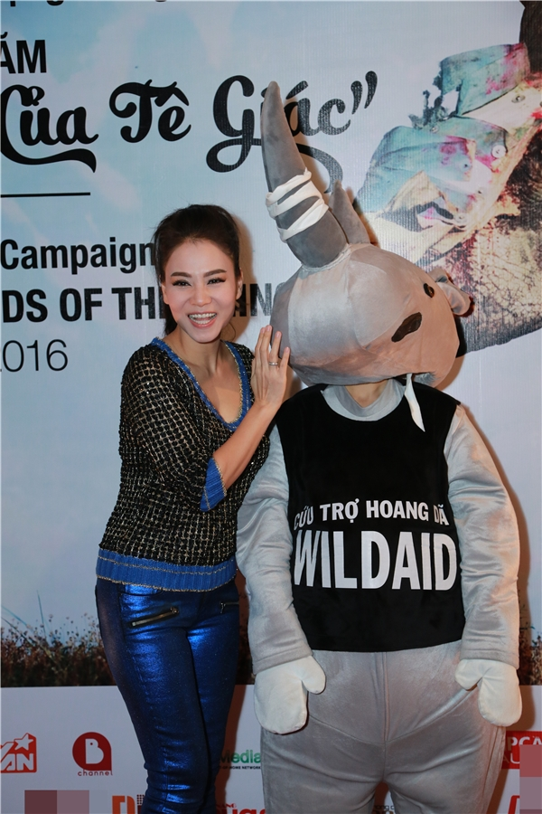Ngoài Thanh Bùi, Thu Minh cũng tham gia vào tổ chức bảo vệ động vật hoang dã này. - Tin sao Viet - Tin tuc sao Viet - Scandal sao Viet - Tin tuc cua Sao - Tin cua Sao