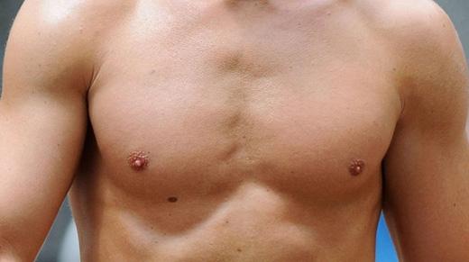 Trên ngực: người có nốt ruồi ở ngực thường có cuộc sống khó khăn, cả về kinh tế lẫn tình cảm, hay u sầu buồn bã, tình duyên lận đận. (Ảnh: Internet)