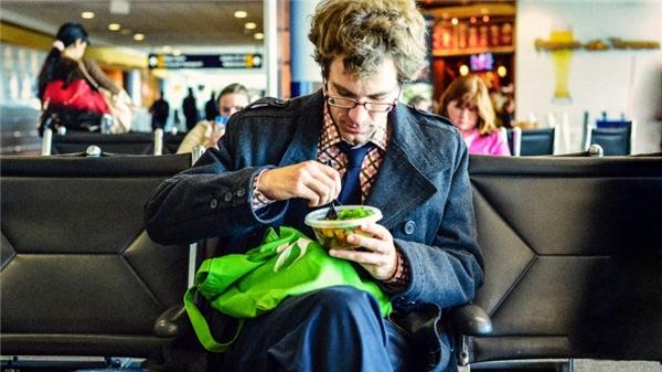 15. Mang theo đồ ăn vặt, đừng tốn cả một đống tiền vào những món đồ ăn vặt ở sân bay vì chúng mắc kinh khủng!(Ảnh minh họa - Nguồn: Internet)
