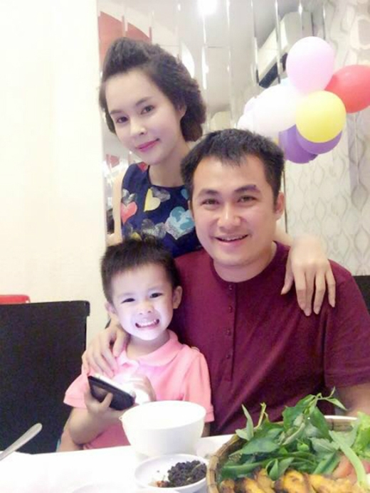 Chị Thương hạnh phúc bên chồng và con trai (Ảnh: Internet)