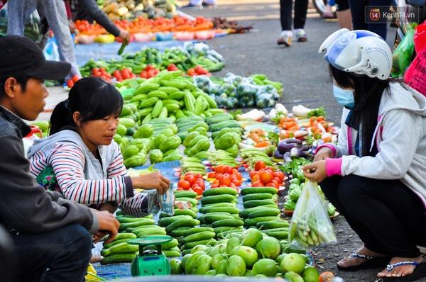 Người mua và người bán đều là những lao động nghèo.