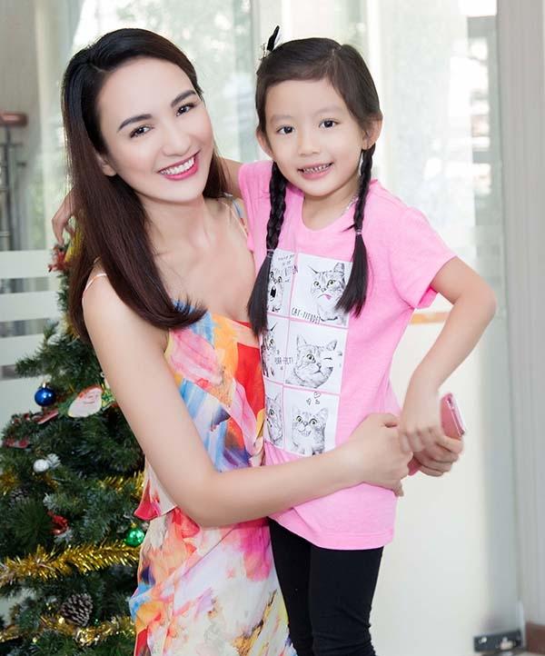 Hoa hậu du lịch 2008 - Ngọc Diễm hiện đang là bà mẹ đơn thân của một bé gái 5 tuổi, có tên ở nhà là Chiko. - Tin sao Viet - Tin tuc sao Viet - Scandal sao Viet - Tin tuc cua Sao - Tin cua Sao