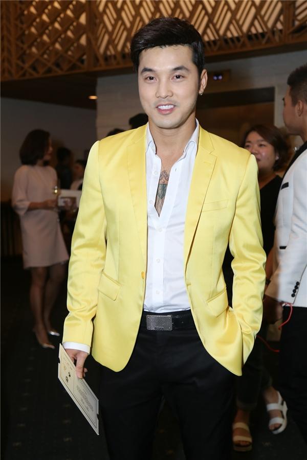 Ưng Hoàng Phúc lịch lãm, sang trọng với vest vàng nổi bật - Tin sao Viet - Tin tuc sao Viet - Scandal sao Viet - Tin tuc cua Sao - Tin cua Sao