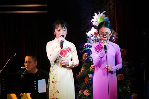 Cô út Quế Như và Mỹ Chi trong một chương trình ca nhạc (Ảnh: Internet) - Tin sao Viet - Tin tuc sao Viet - Scandal sao Viet - Tin tuc cua Sao - Tin cua Sao