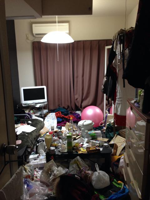 Căn phòng 6 năm không dọn dẹp của một sinh viên đại học.