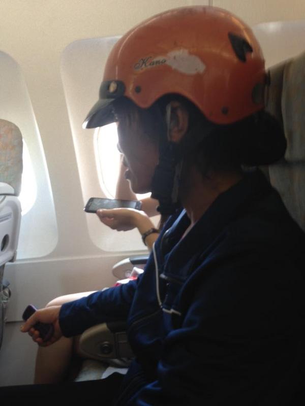 """Facebooker Cuong Nguyen cũng bắt gặp hình ảnh """"đáng yêu"""" này trên một chuyến bay đi Thanh Hóa."""