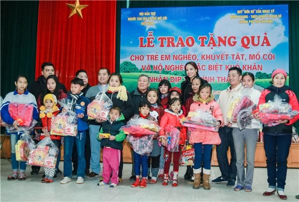 Cứ mỗi năm đến dịp Tết về, Thúy Hạnh và chồng luôn đồng hành cùng quỹ Đứa bé để mang đến một cái tết ấm no hơn cho những trẻ em nghèo - Tin sao Viet - Tin tuc sao Viet - Scandal sao Viet - Tin tuc cua Sao - Tin cua Sao